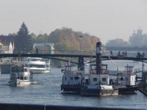 Schiffe auf der Donau in Regensburg