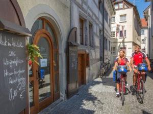 Radler in der Konstanzer Altstadt