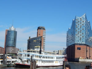 Auf der Elbe im Hamburger Hafen