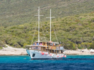 Rad und Schiff mit MS Kalipsa in der Kvarner Bucht