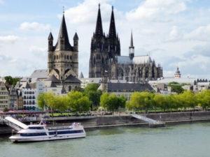 Köln mit Dom und Rhein