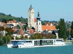 MS Primadonna auf der Donau vor Krems